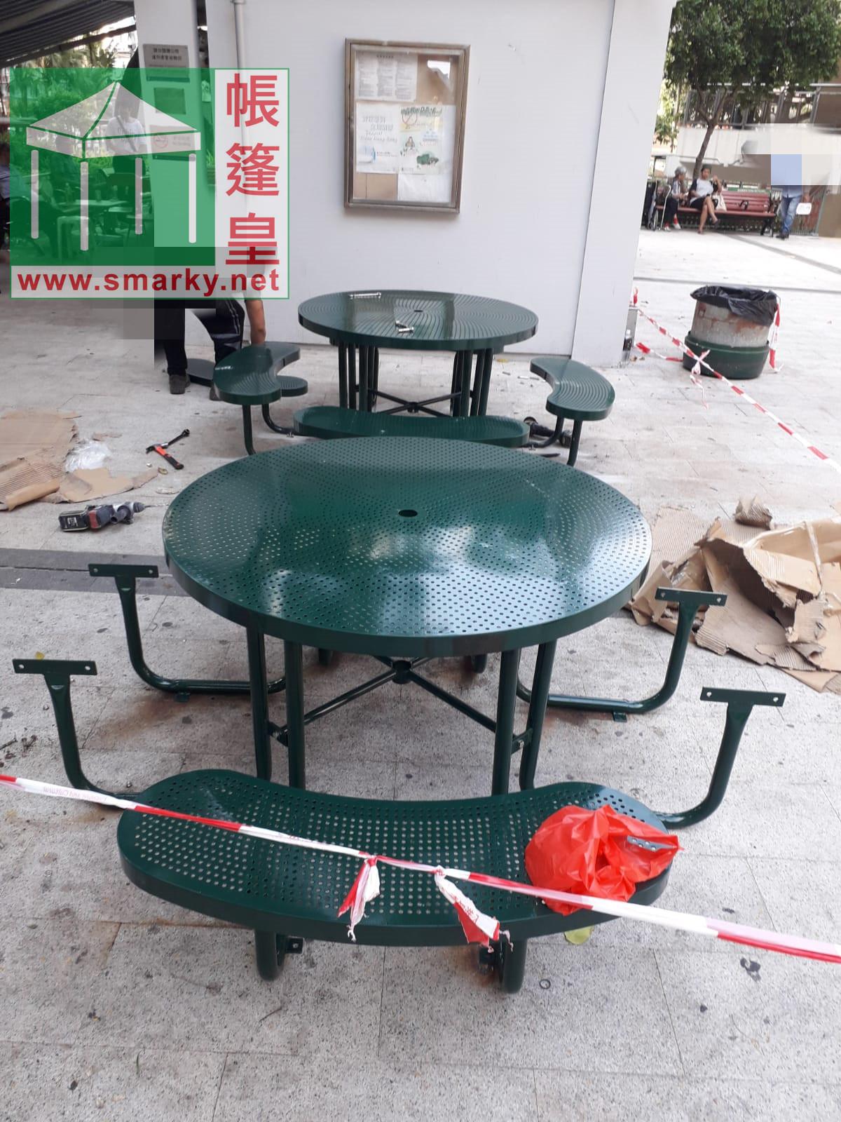 安裝新的桌椅組合